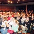 18 heures. Aiacciu. Salle des congrès. 200 personnes s'affairent, au premier rang les costumes cravates ; autour, c'est plus bigarré. Étrange ambiance où les gens s'embrassent bon enfant et d'autres […]