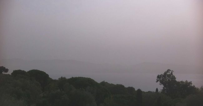 PROCÉDURE D'ALERTE: épisode de pollution maximale en cours. La Corse est actuellement dans un flux de sud qui entraîne une quantité importante de poussières désertiques dans les basses couches atmosphériques. […]