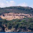 Deux constructions sont en cours sur le site inconstructible de A Rundinara (Bunifaziu). Sur place, une pancarte affiche un permis demandé en 1996 et refusé.  Pas de permis de […]